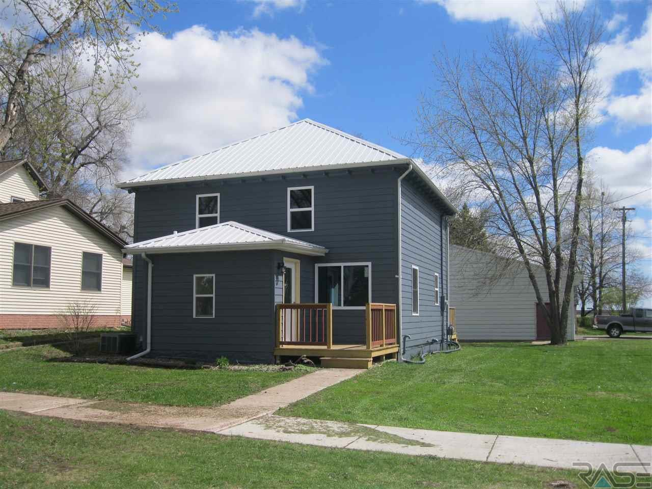 200 N 2nd Ave, Canistota, SD 57012