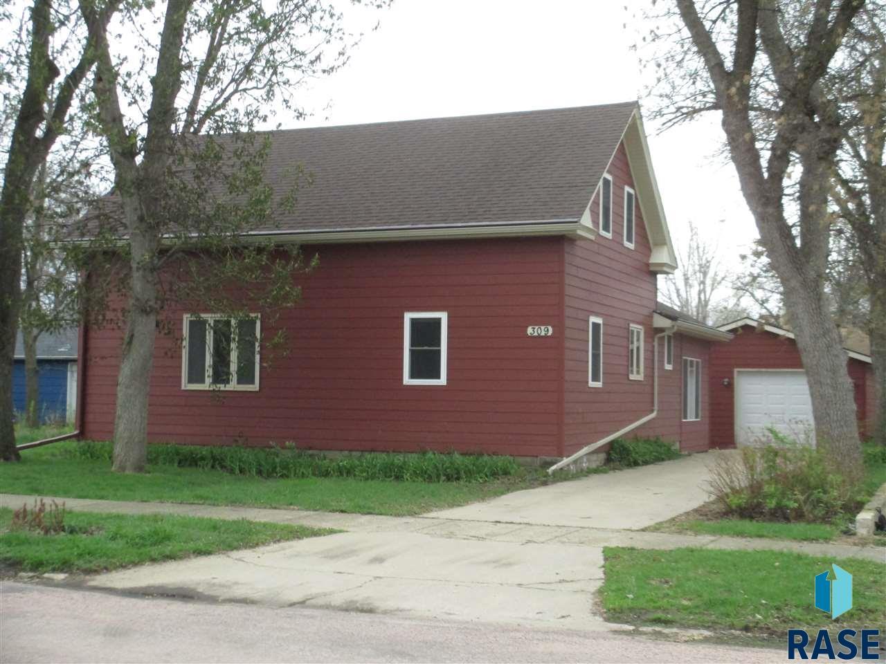 309 W 2nd Ave, Lennox, SD 57039
