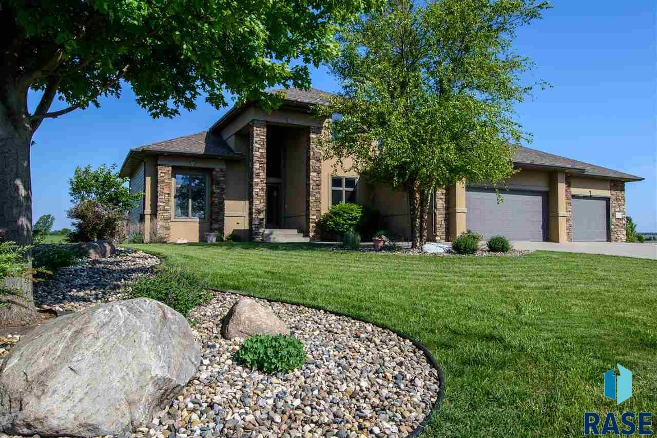27173 Fairway Pl, Sioux Falls, SD 57108