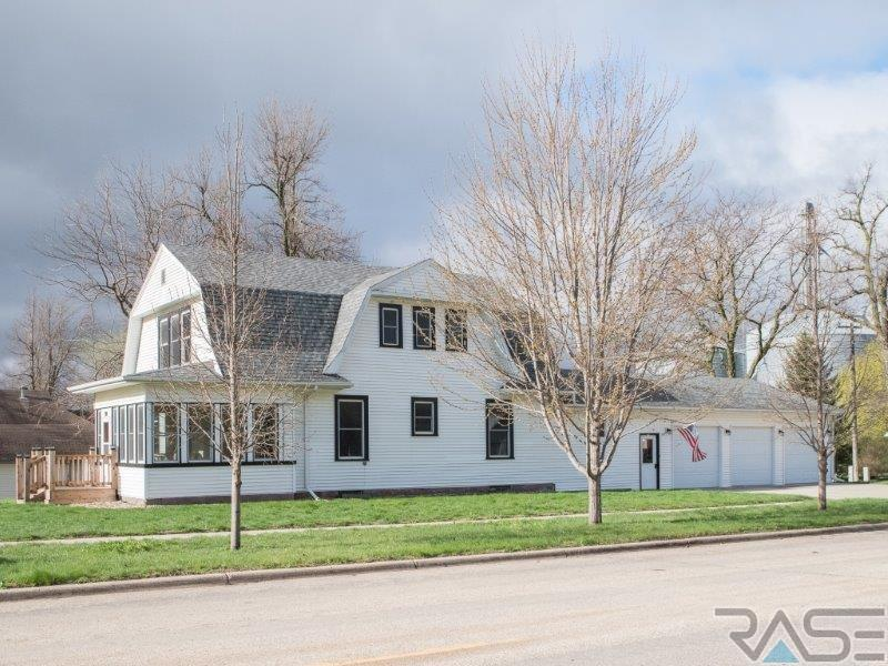 300 S Church St, Hills, MN 56138