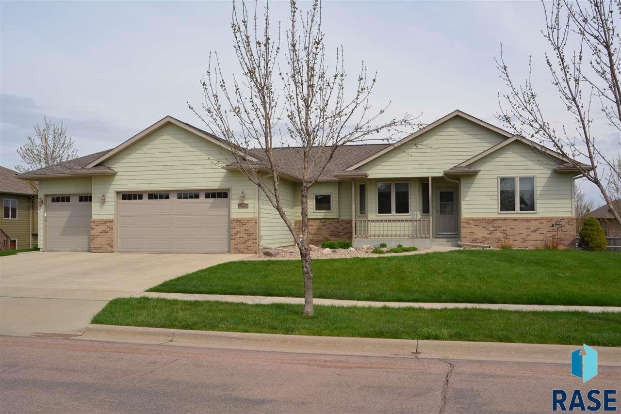8204 S Copper Ridge Rd, Sioux Falls, SD 57108