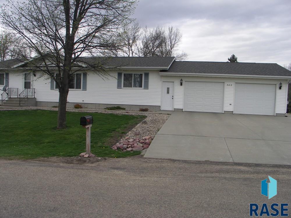 303 E 6th St, Beaver Creek, MN 56116