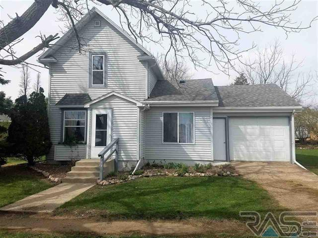 205 4th St, Chester, SD 57016