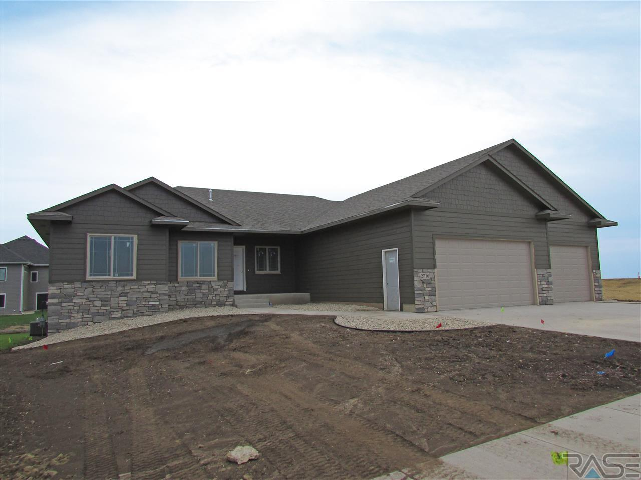 2716 S Moss Stone Ave, Sioux Falls, SD 57110