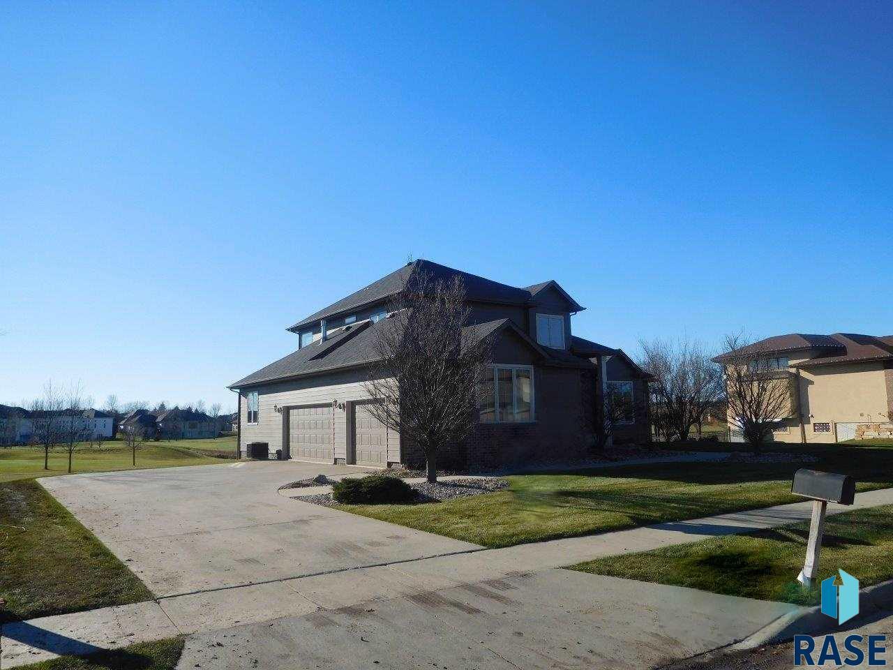 6320 S Pinehurst Ct, Sioux Falls, SD 57108