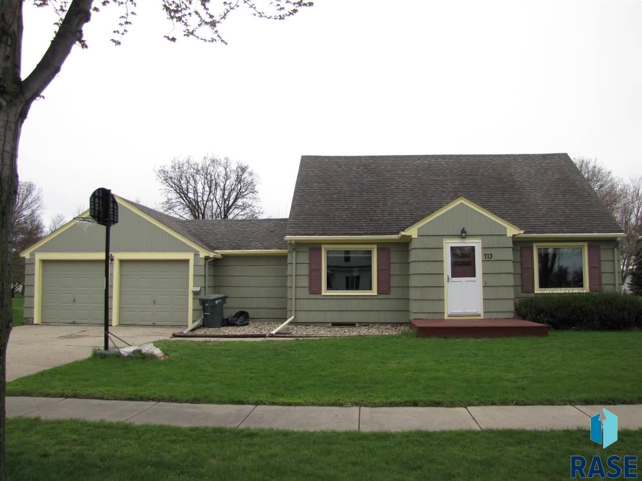 713 W Warren St, Luverne, MN 56156