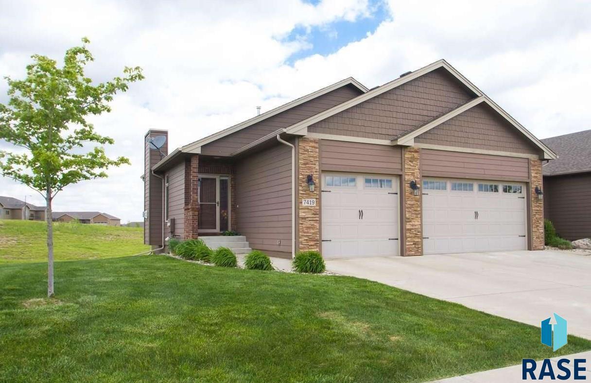 7419 Grand Arbor Ct, Sioux Falls, SD 57108