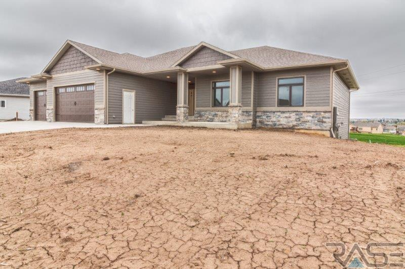 8405 E Willow Wood St, Sioux Falls, SD 57110
