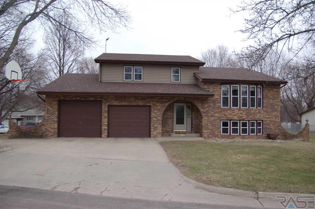 1212 N Orleans Ave, Dell Rapids, SD 57022