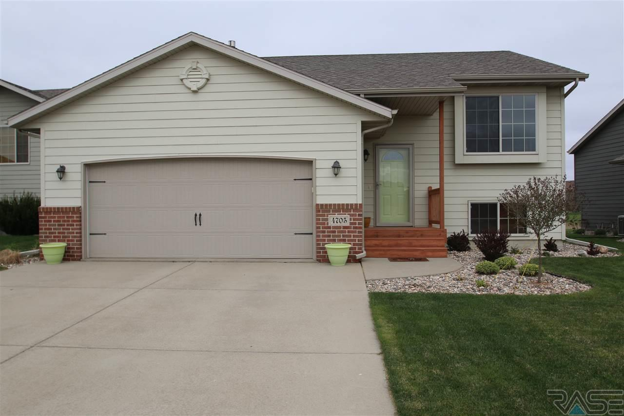 4705 S Grinnell Ave, Sioux Falls, SD 57106