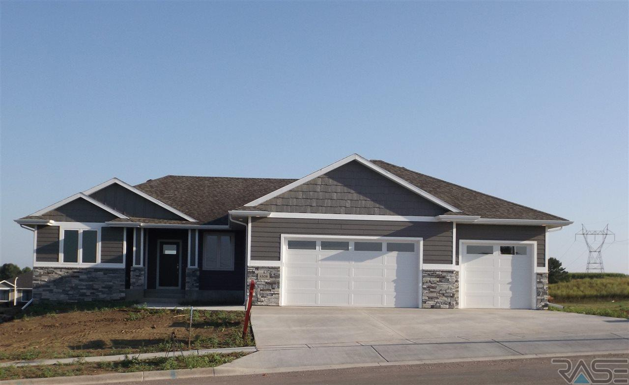 8308 E Willow Leaf St, Sioux Falls, SD 57110