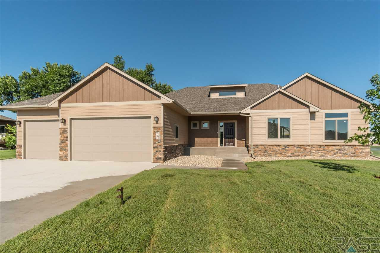 7001 S Redstone Ave, Sioux Falls, SD 57108