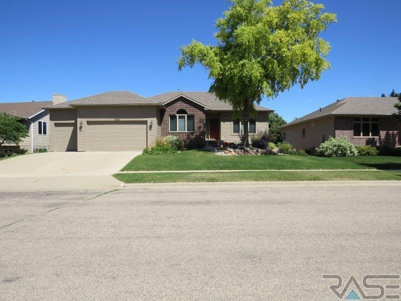 7204 S Redstone Ave, Sioux Falls, SD 57108