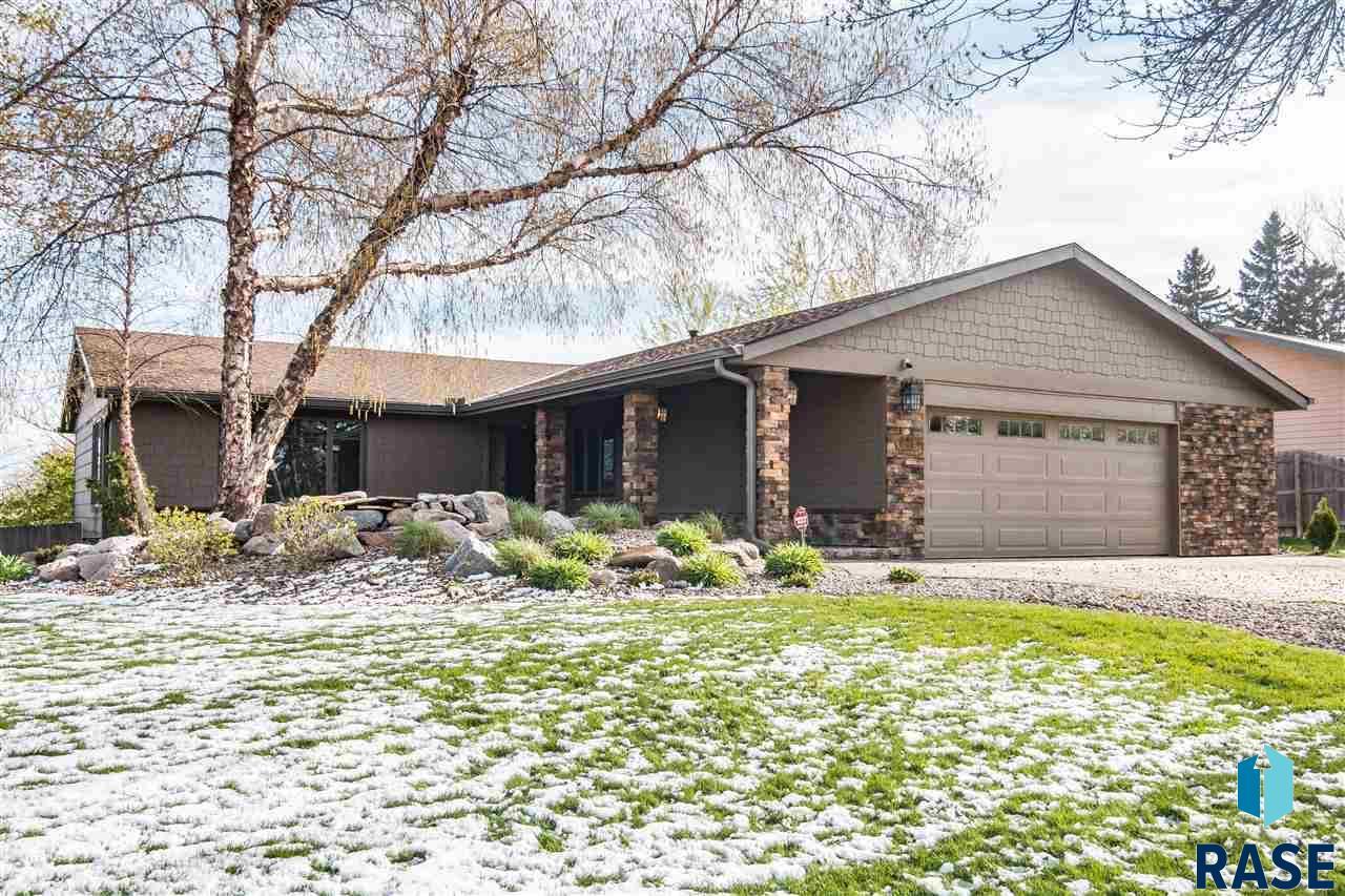 921 E Ridge Rd, Sioux Falls, SD 57105