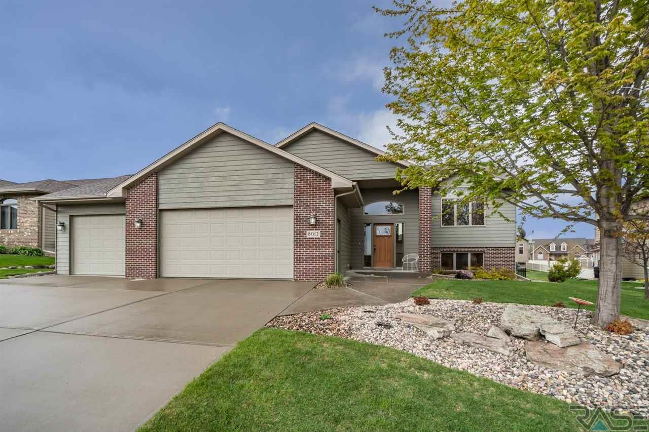 8012 S Copper Ridge Rd, Sioux Falls, SD 57108