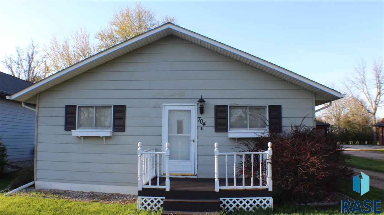 704 E 3rd St, Colton, SD 57018