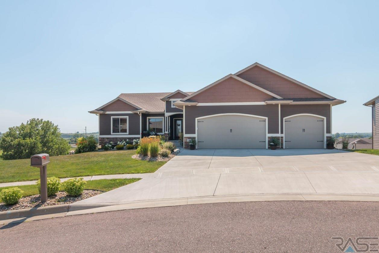 705 N Garnet Cir, Brandon, SD 57005