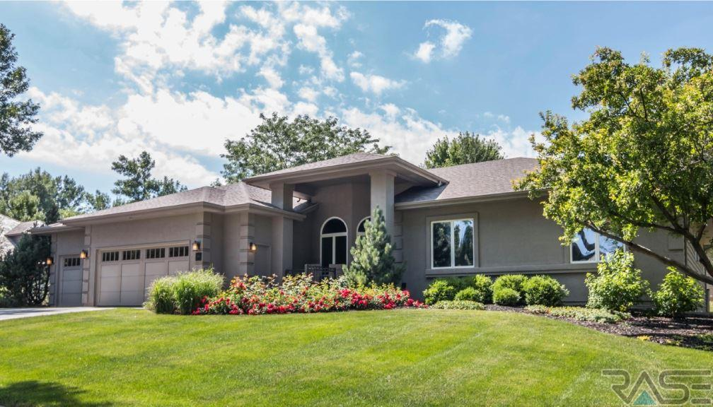 308 E Pennbrook Cir, Sioux Falls, SD 57108