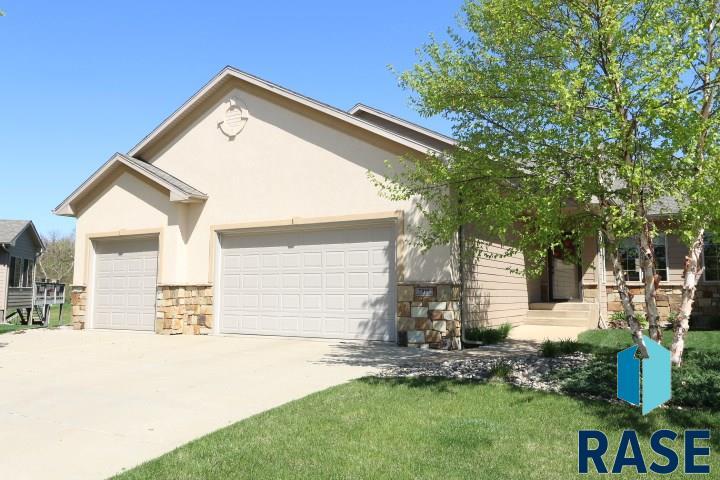 7919 S Copper Ridge Rd, Sioux Falls, SD 57108