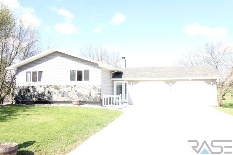 1103 Circle Dr, Flandreau, SD 57028