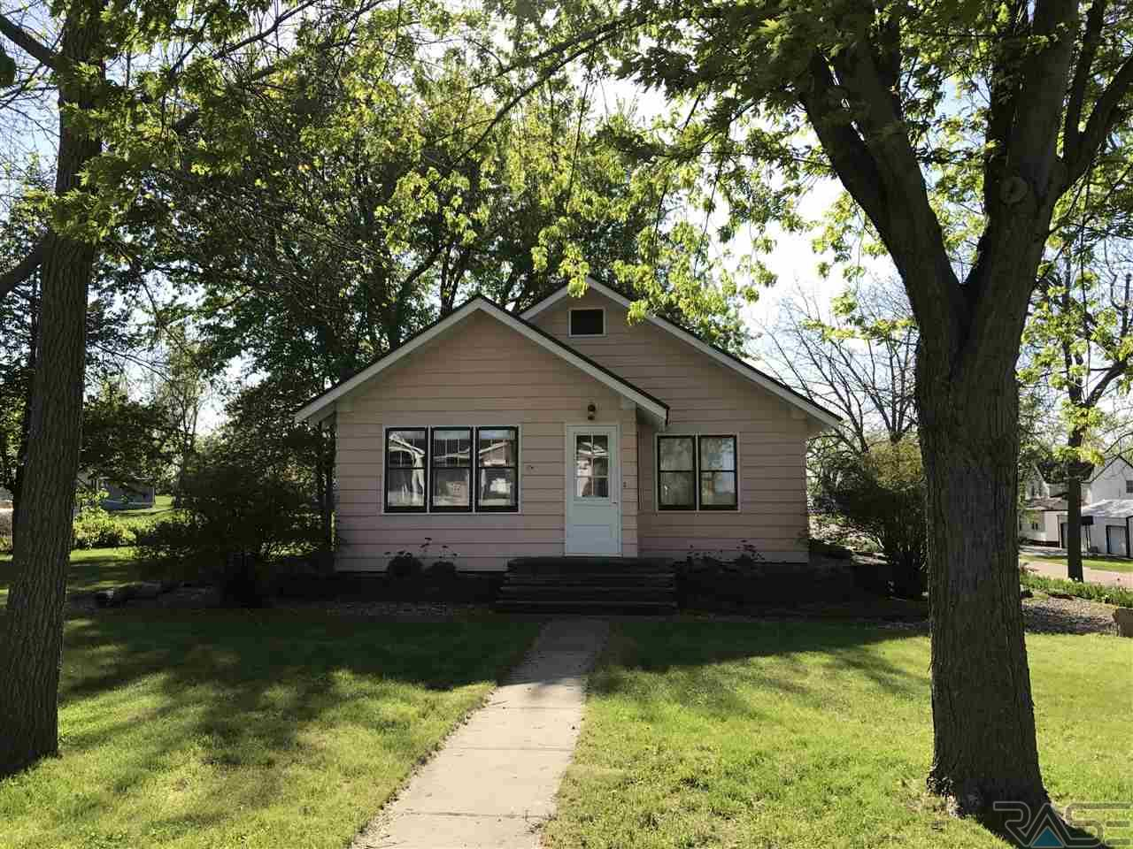 205 Pennsylvania Ave, Adrian, MN 56110