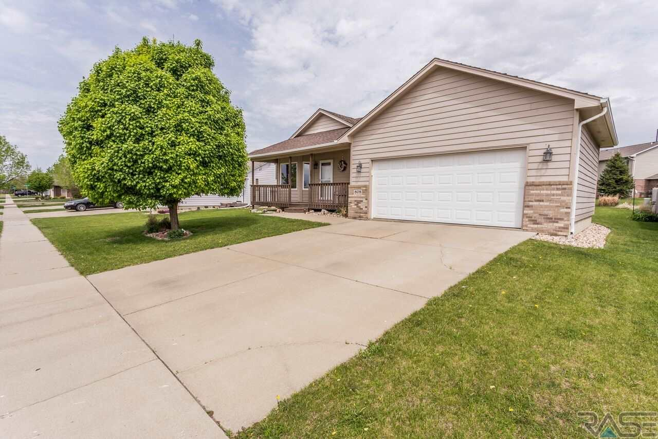 808 S Tayberry Ave, Sioux Falls, SD 57106