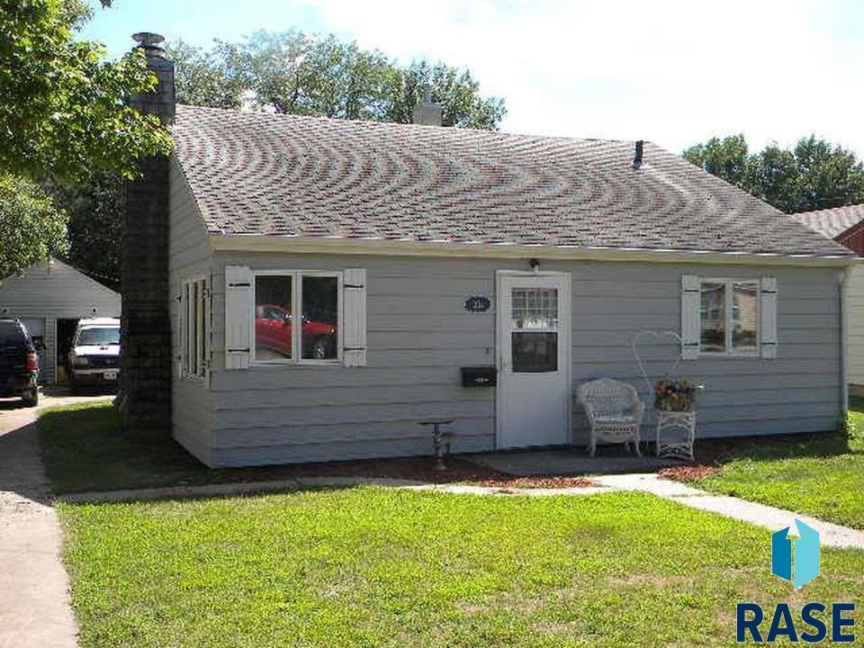 331 E Norton Ave, Salem, SD 57058
