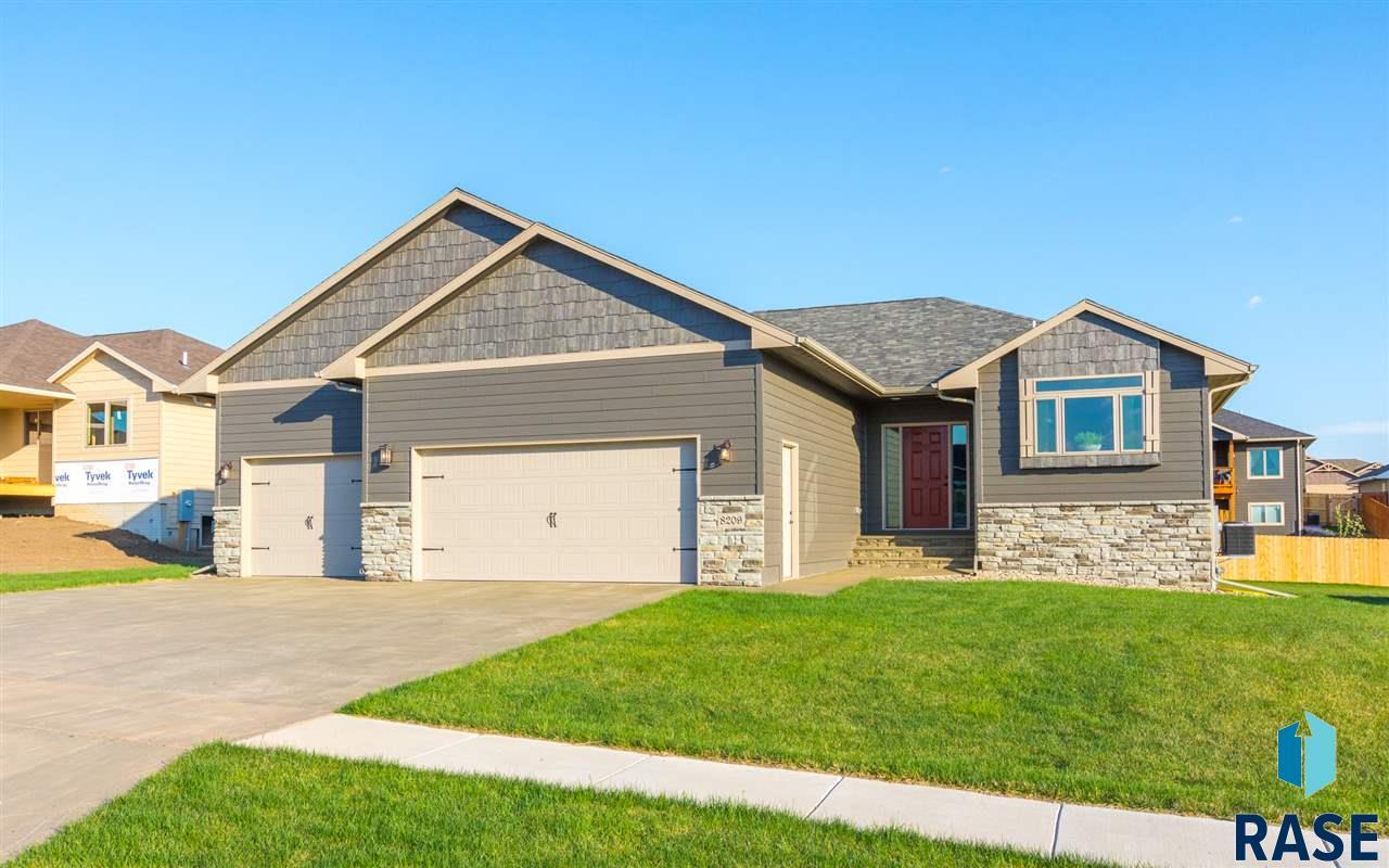 8209 E Willowwood St, Sioux Falls, SD 57110