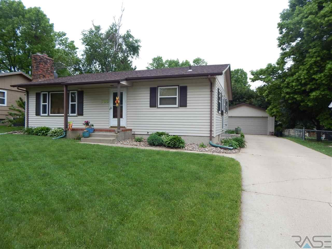 705 S Annway Dr, Sioux Falls, SD 57103