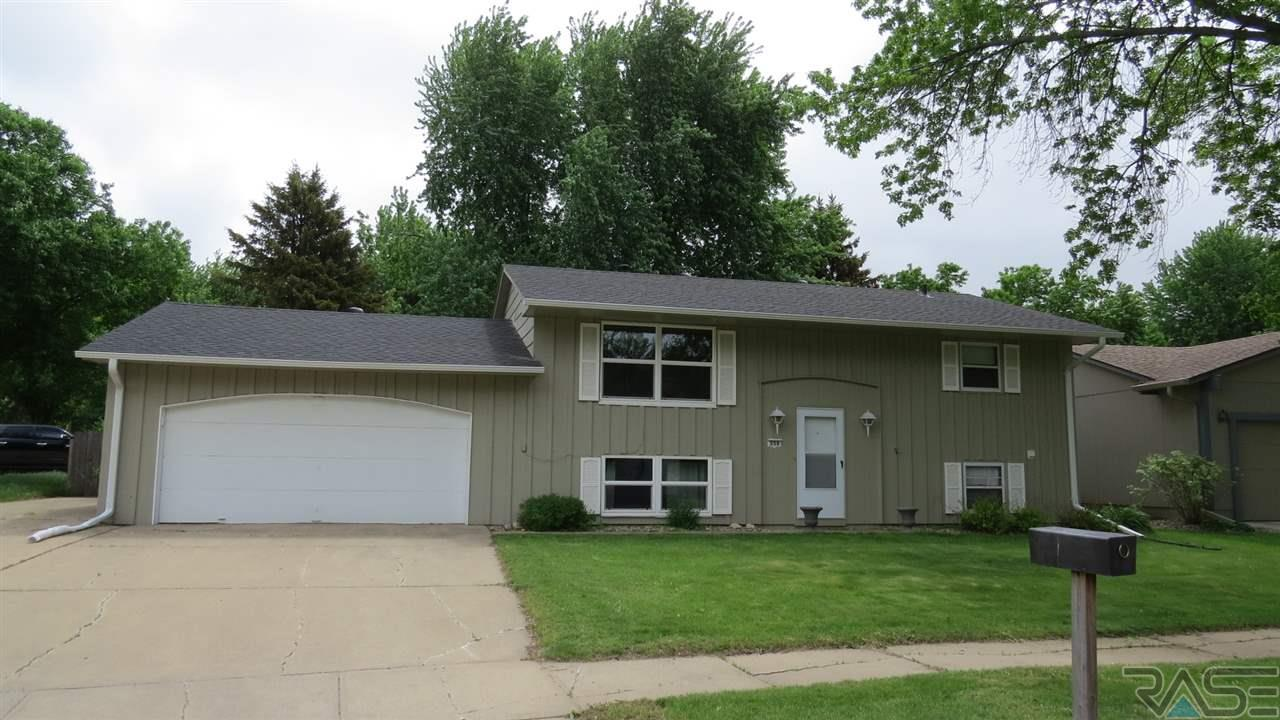 356 N Holiday Ave, Sioux Falls, SD 57103