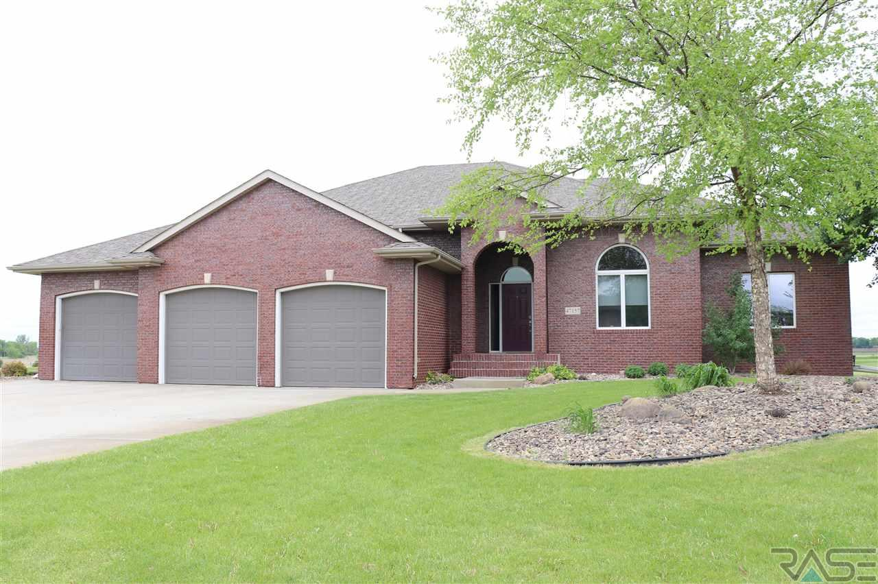 47157 S Clubhouse Rd, Sioux Falls, SD 57108