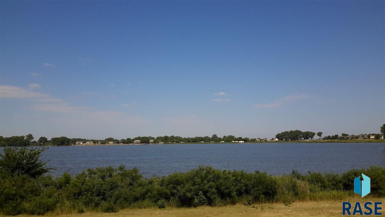 197 Lake Ridge Dr, Wentworth, SD 57075