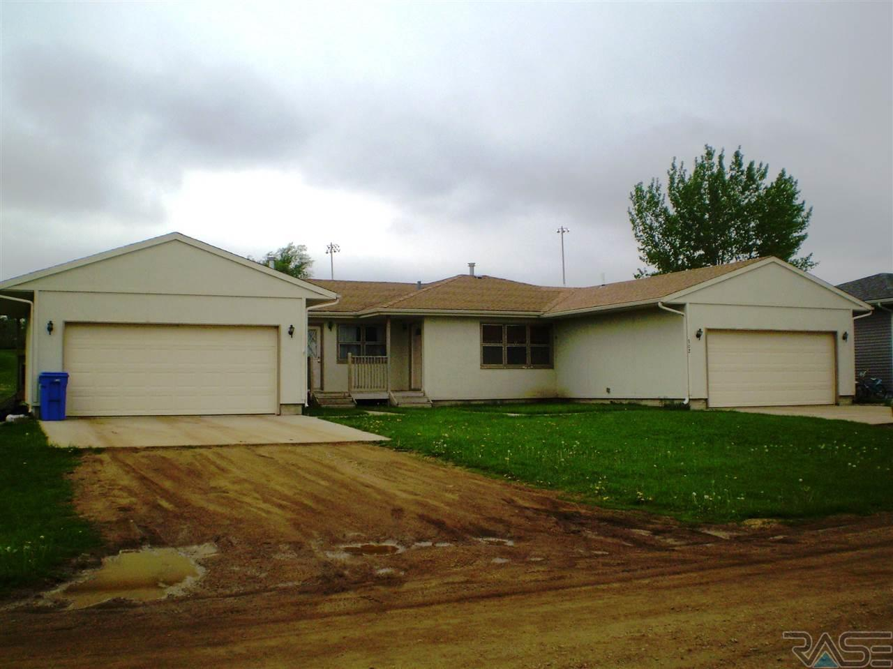 302 E 5th Ave, Humboldt, SD 57035
