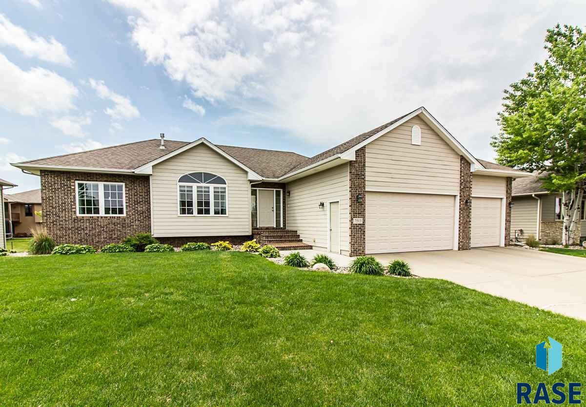 7513 W Boysenberry St, Sioux Falls, SD 57106