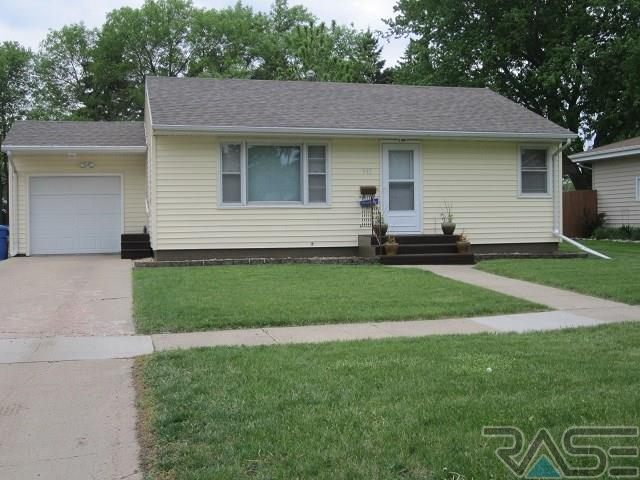 915 NW 4th St, Madison, SD 57042