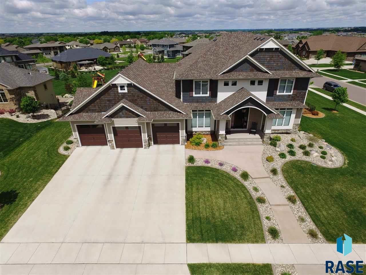 2600 W Ridgestone Cir, Sioux Falls, SD 57108