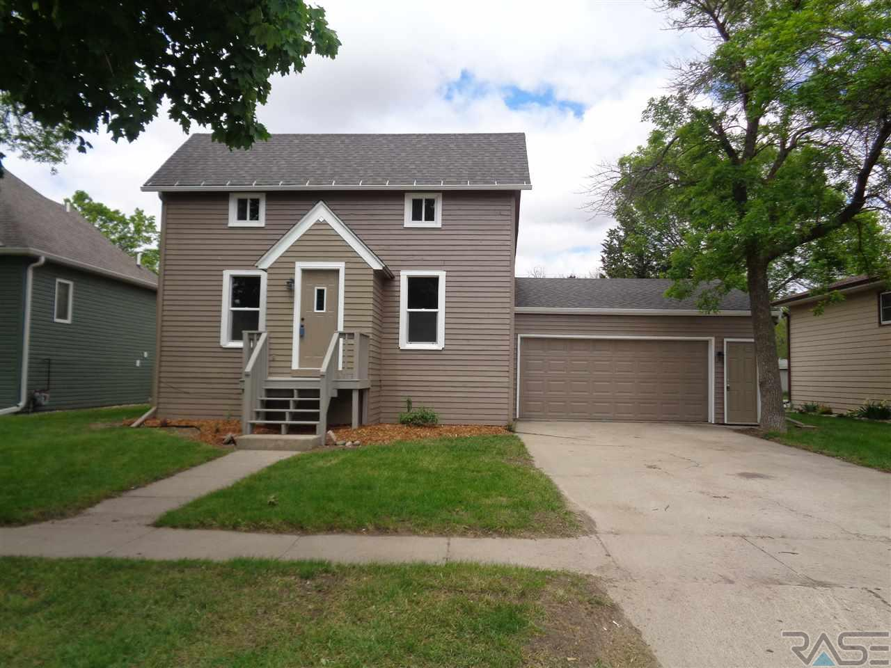 818 E 7th St, Dell Rapids, SD 57022