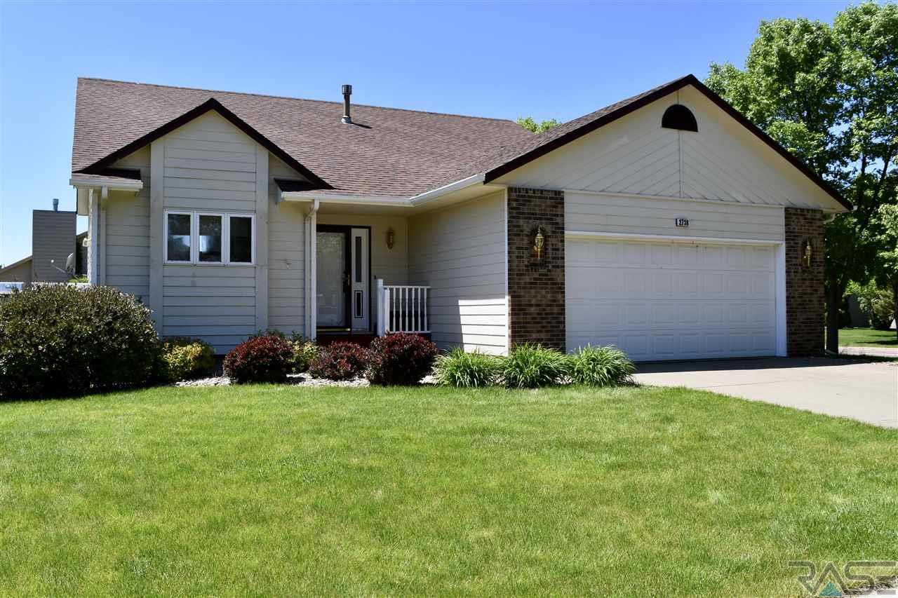2738 S Avondale Ct, Sioux Falls, SD 57110