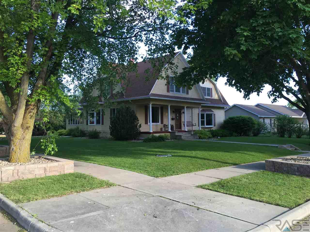 403 N Maple St, Avon, SD 57315
