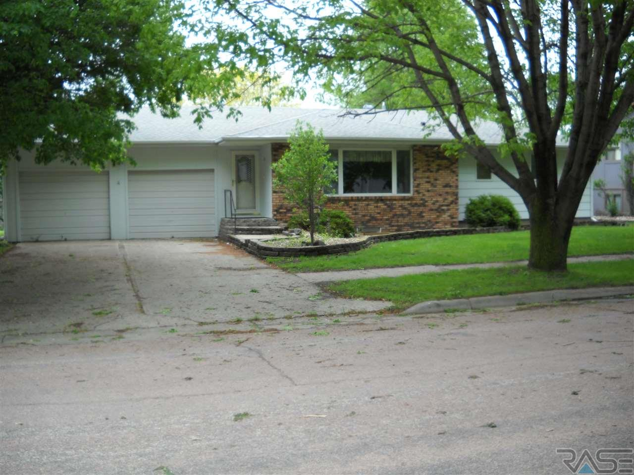912 NE 9th St, Madison, SD 57042