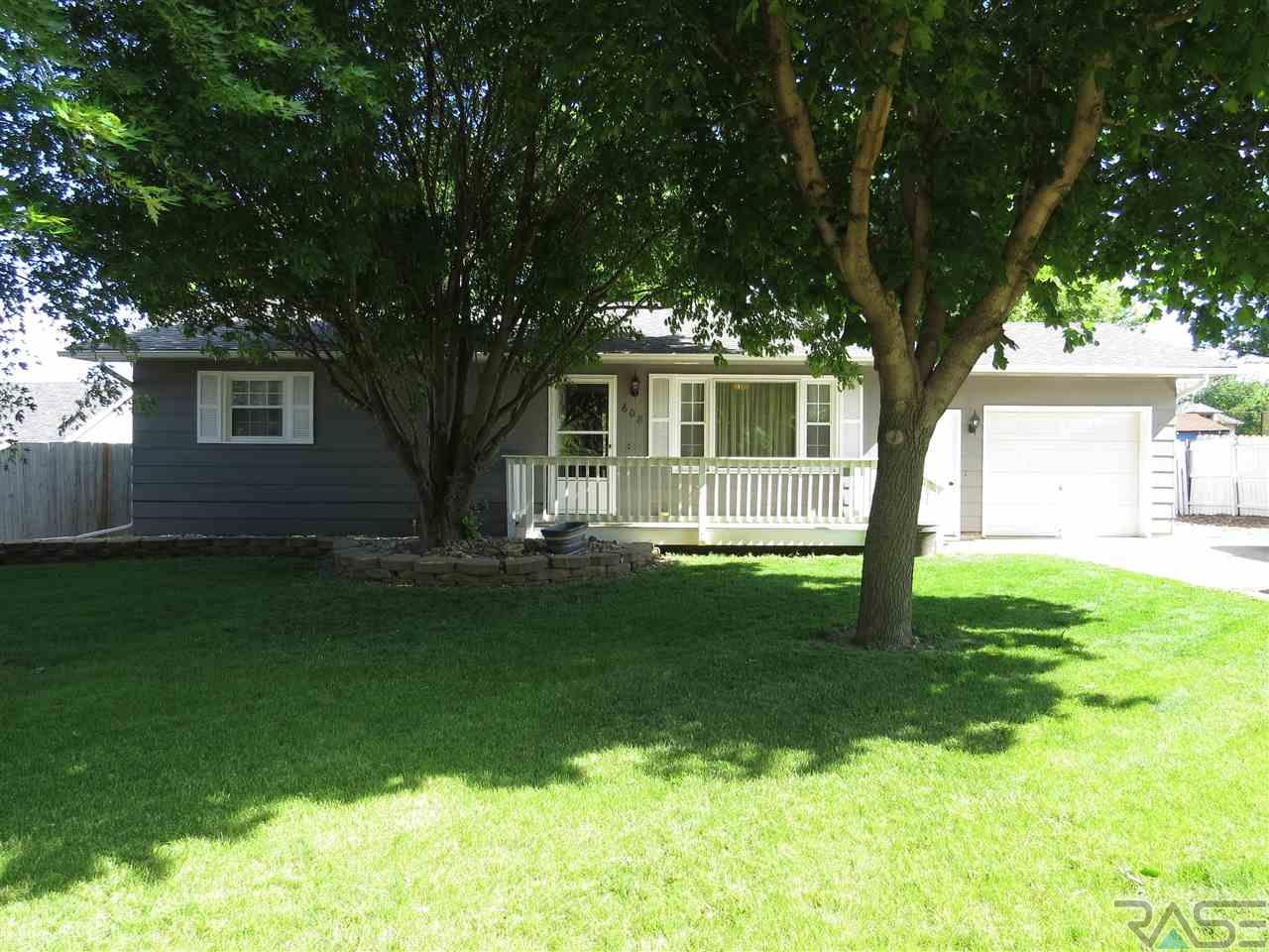 608 W 2nd St, Worthing, SD 57077