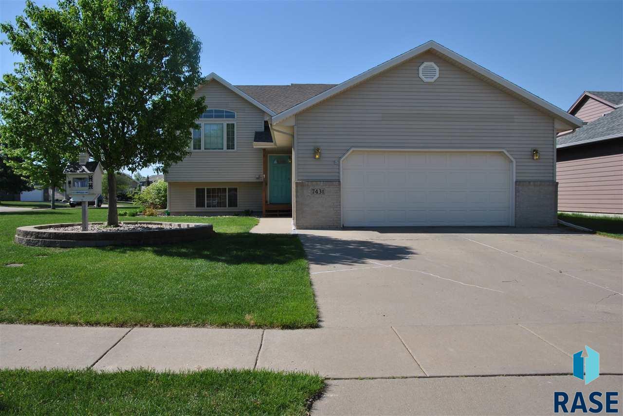 7431 W Legacy Ct, Sioux Falls, SD 57106