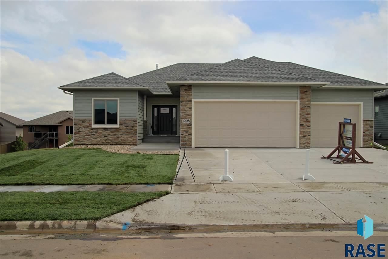 1208 South Wheatland Ave, Sioux Falls, SD 57106