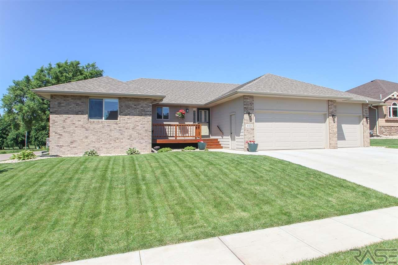 415 S Red Spruce Ave, Sioux Falls, SD 57110