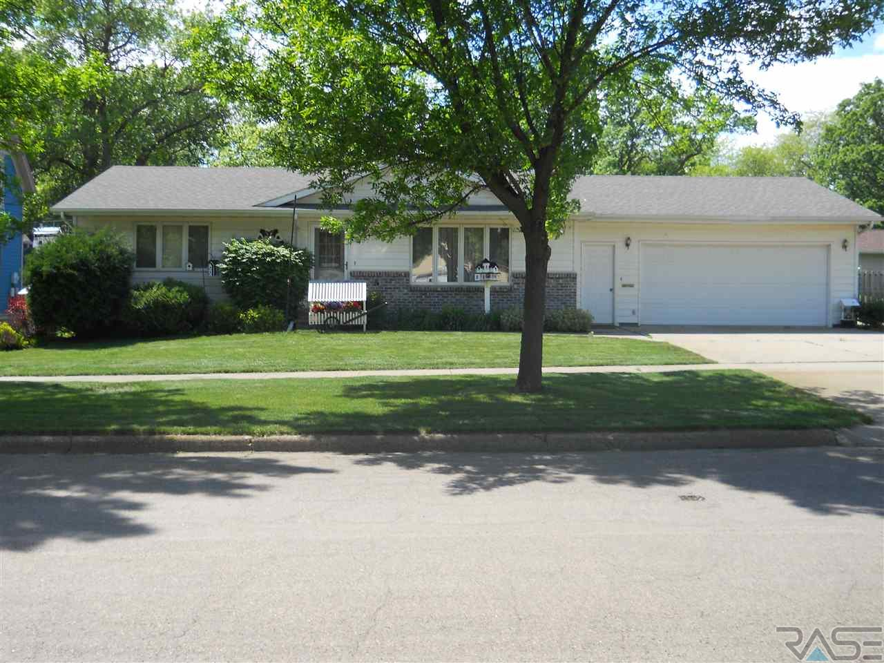 207 N Liberty Ave, Madison, SD 57042