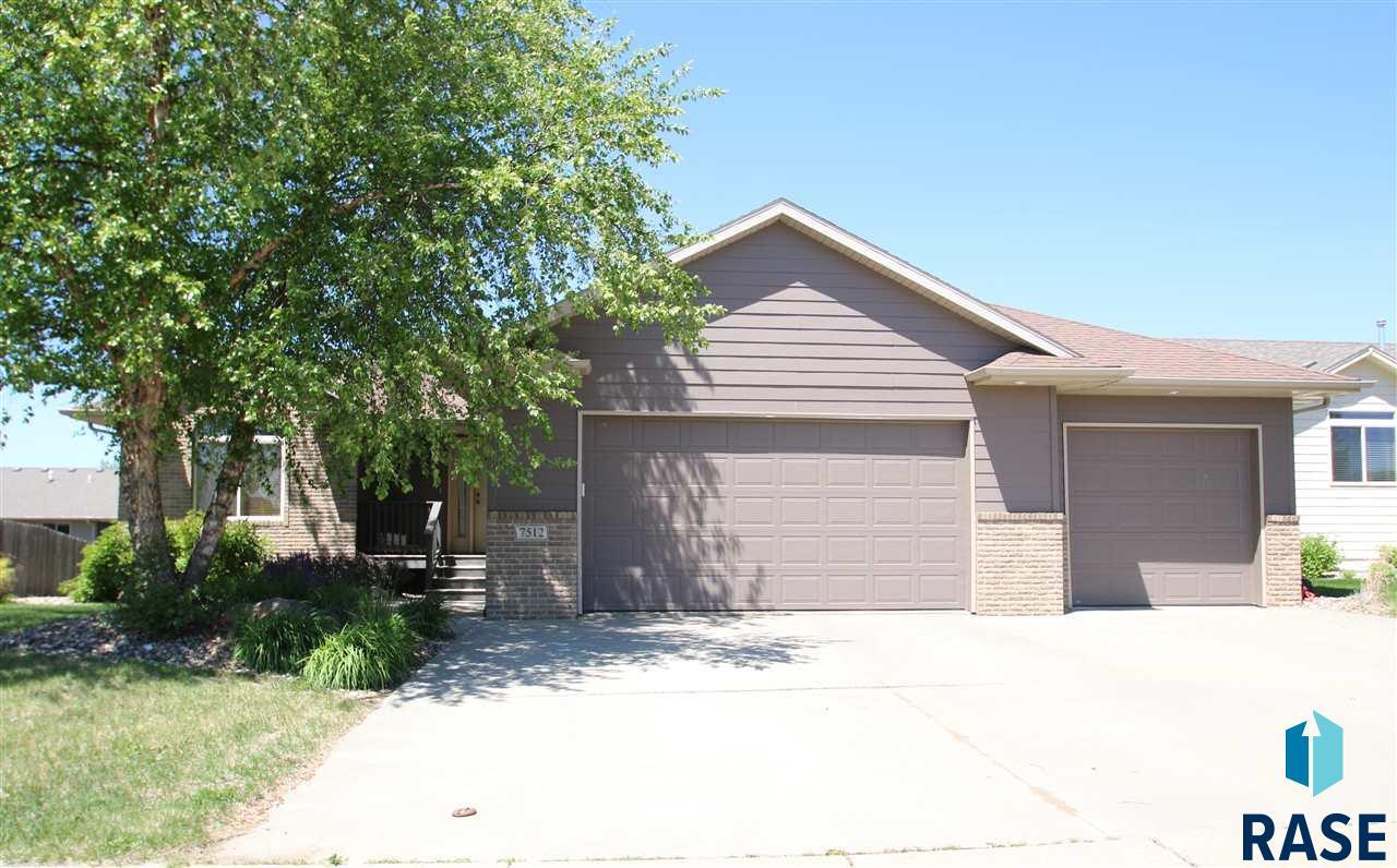 7512 W Stoney Creek St, Sioux Falls, SD 57106