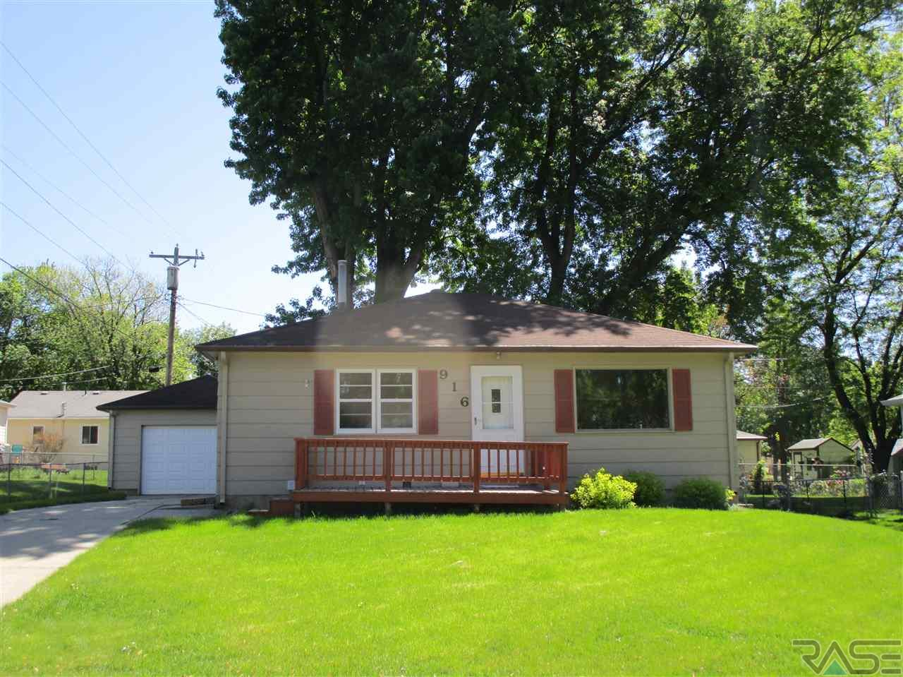 916 S Holt Ave, Sioux Falls, SD 57103
