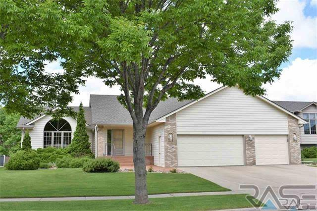 4209 S Cathedral Ave, Sioux Falls, SD 57103