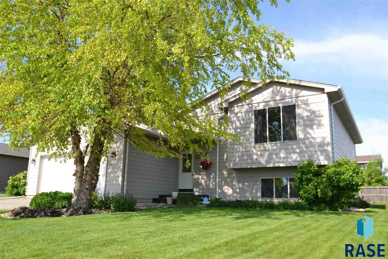 829 S Wheatland Ave, Sioux Falls, SD 57106