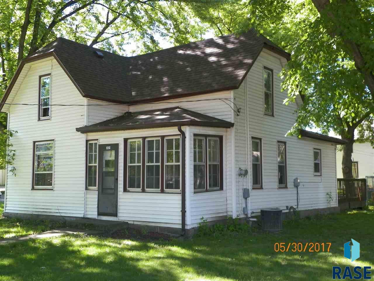 301 W 4th Ave, Lennox, SD 57039